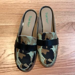 Shoes - True Ivy camo loafers